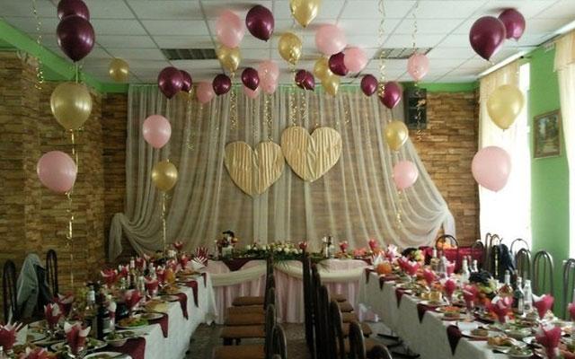 Чем можно украсить свадебный зал своими руками